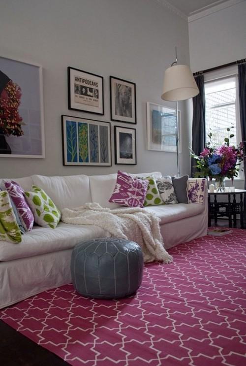 Сочетание бордового цвета с зеленым в интерьере гостиной