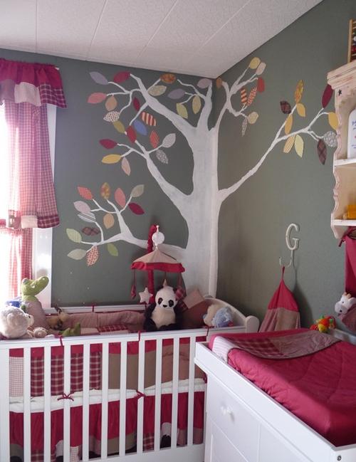Бордовый цвет в интерьере детской комнаты