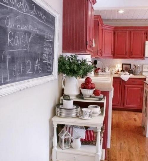 Бордовый цвет в интерьере кухни