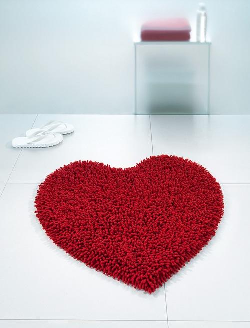 Бордовый коврик для ванной комнаты