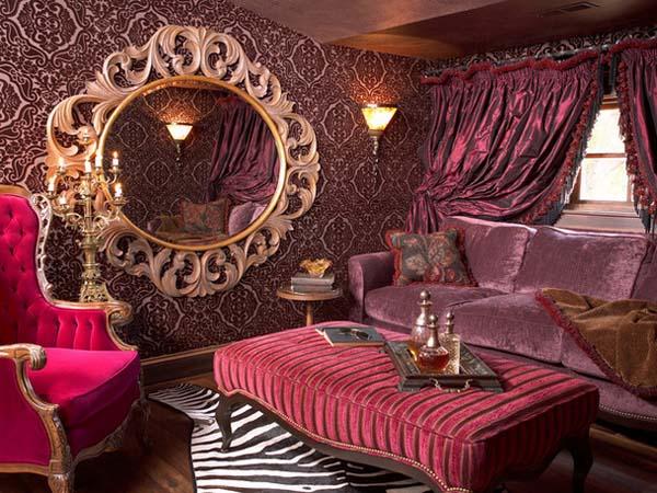 Обои для стен с причудливыми узорами и шторы под цвет основного покрытия – все это характерно отделке в роскошном викторианском стиле