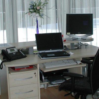 Стол в кабинете