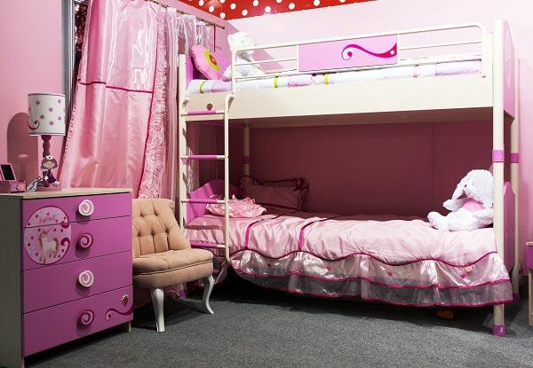 Текстиль на кровати в тон шторам