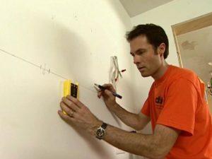 разметка на стене для крепления шкафов