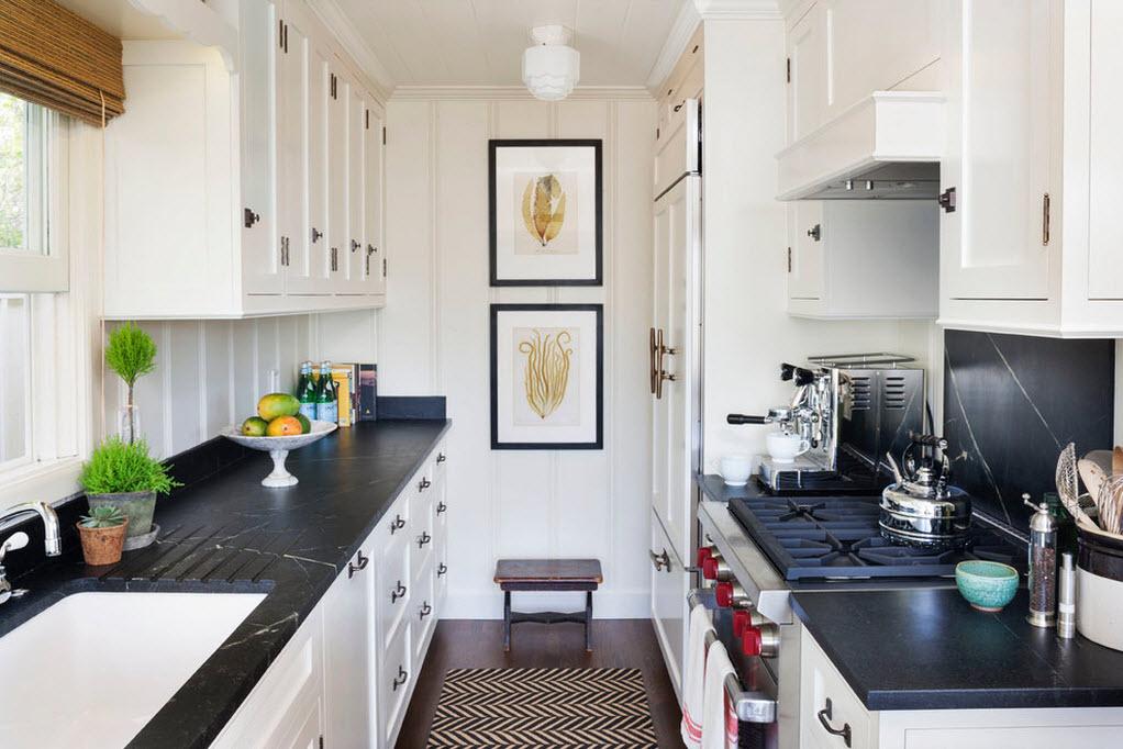 кухонная мебель вдоль стен