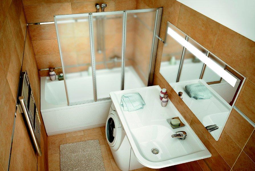 Фото дизайна для маленькой ванной комнаты с красивым сочетанием белого и коричневого цветов