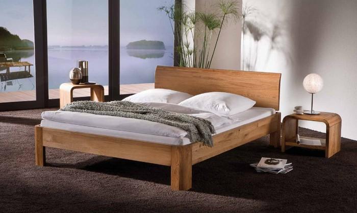 Кровать из натурального дерева на ножках
