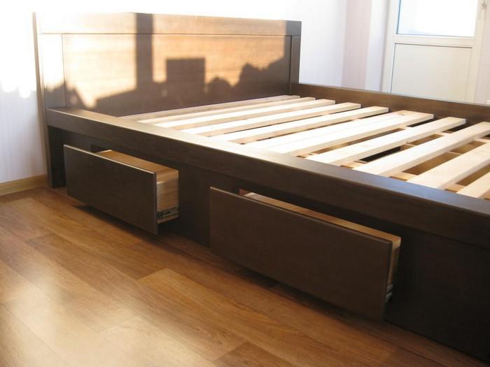 Деревянная кровать с ортопедическим основанием