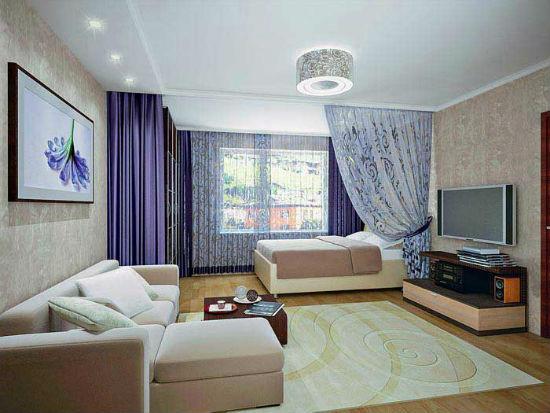 Правильное использование карнизов и натяжных потолком способно полностью преобразить пространство