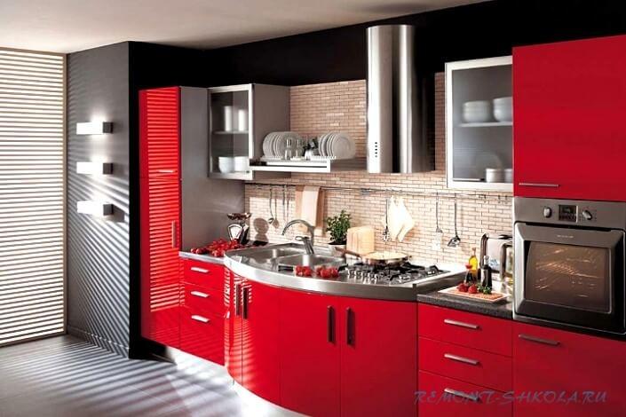 Кухонный гарнитур в красном цвете