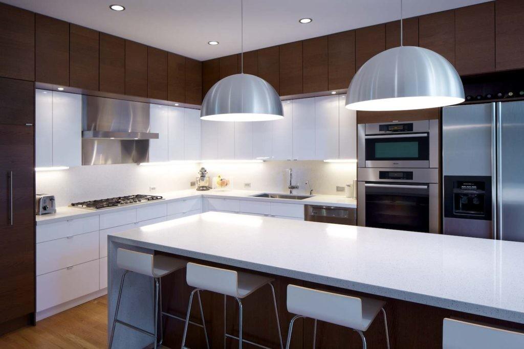 кухня с элементами хрома