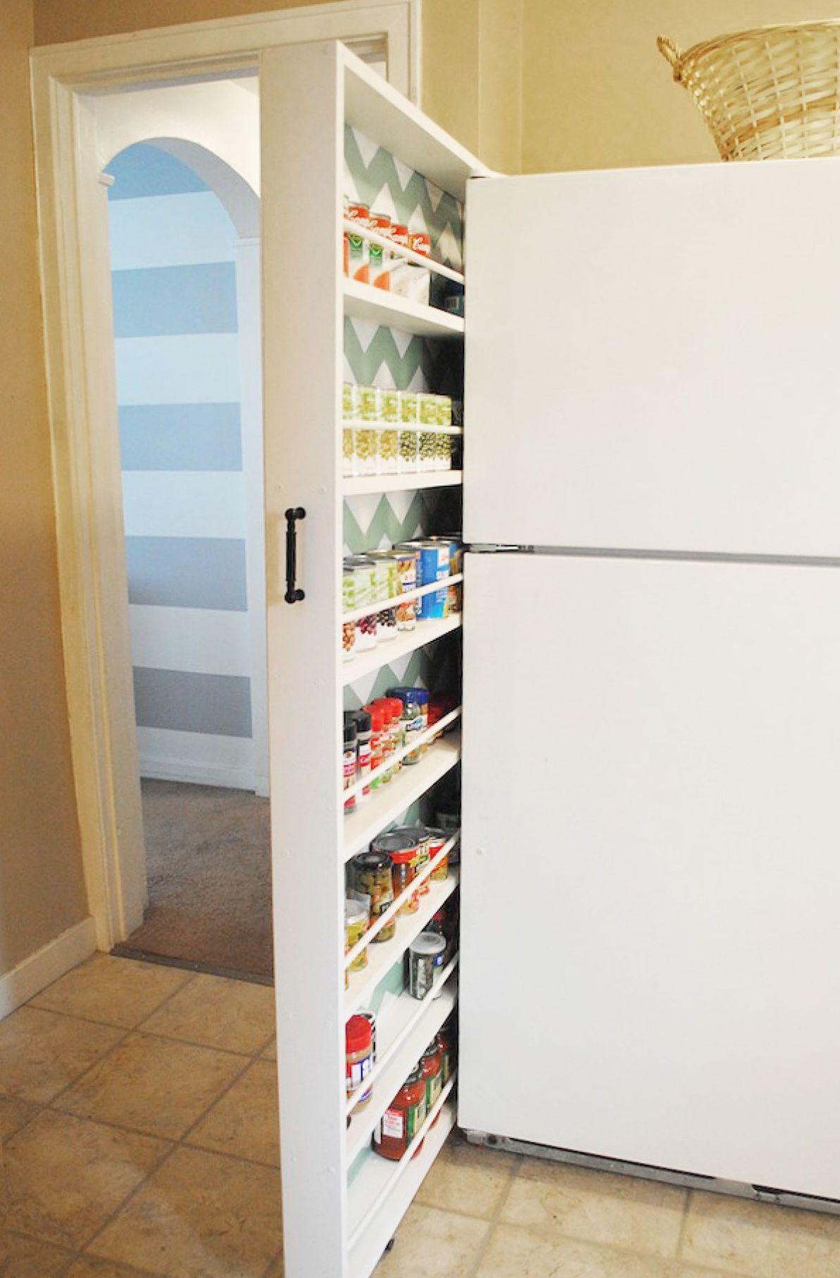Выдвижной стеллаж в интерьере маленькой кухни