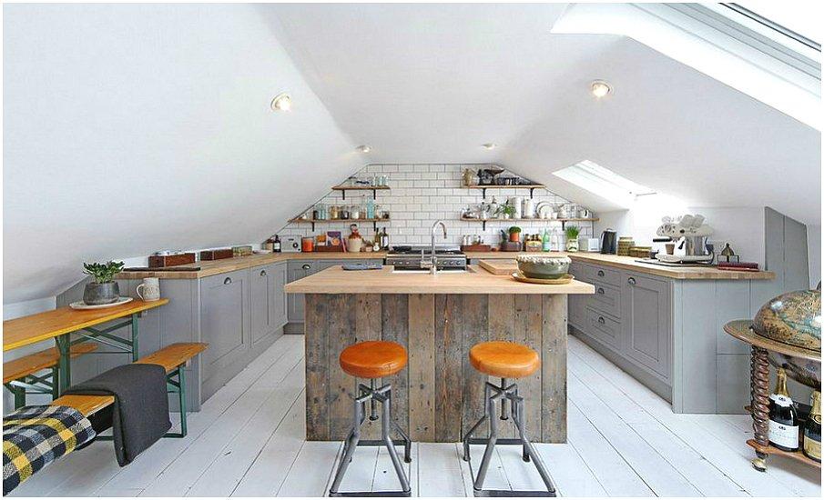 П-образная планировка кухни на мансардном этаже