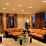 коричнево-рыжый диван