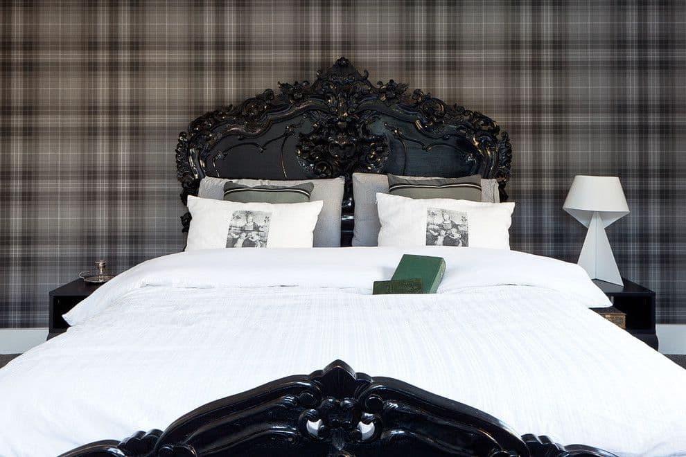 Обои в клетку часто встречаются при отделке спальни в разных стилях