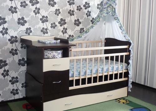Кровать с пеленальным столиком