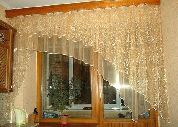 Главное правило - чем ниже потолок, тем тоньше багет следует выбирать