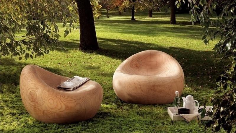 Для создания такой красоты понадобятся огромные заготовки из толстой части ствола дерева