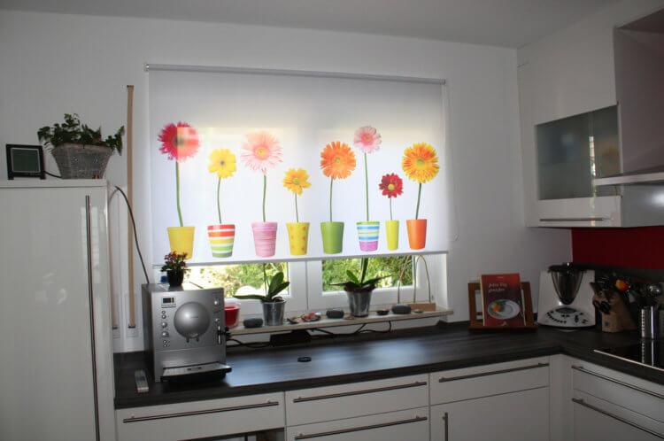 рулонные шторы на кухню2