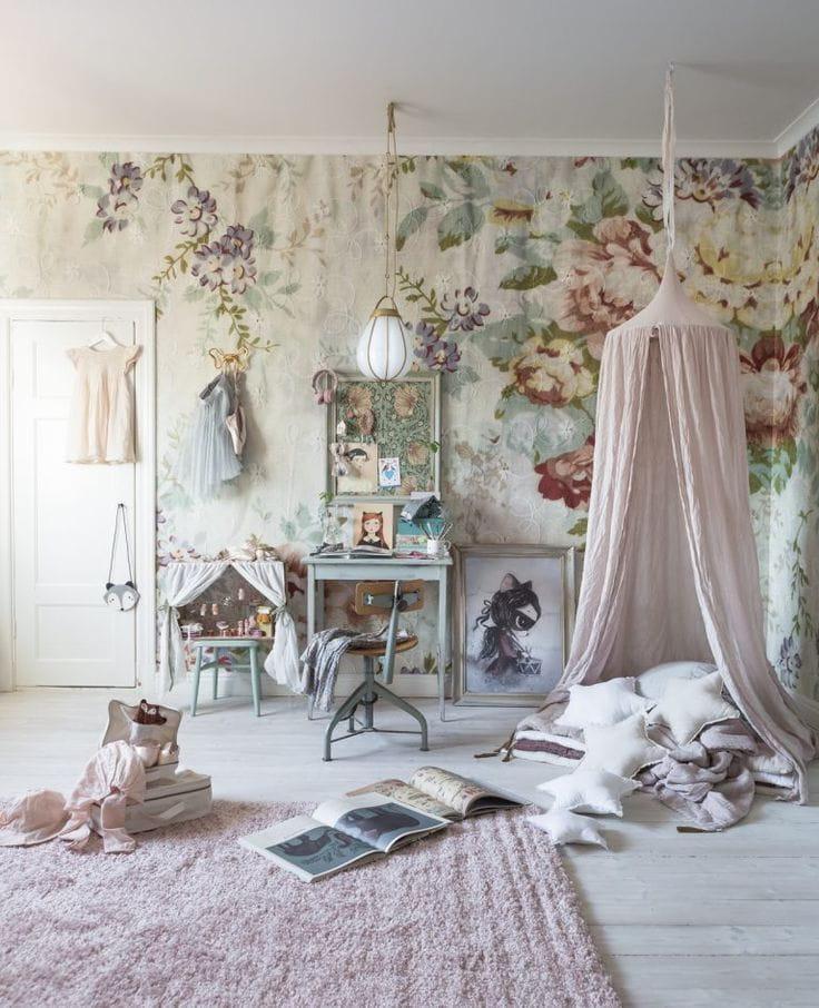 Такая легкость и воздушность в помещении может получиться благодаря светлым тонам текстиля