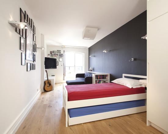 Узкая комната для мальчика-подростка