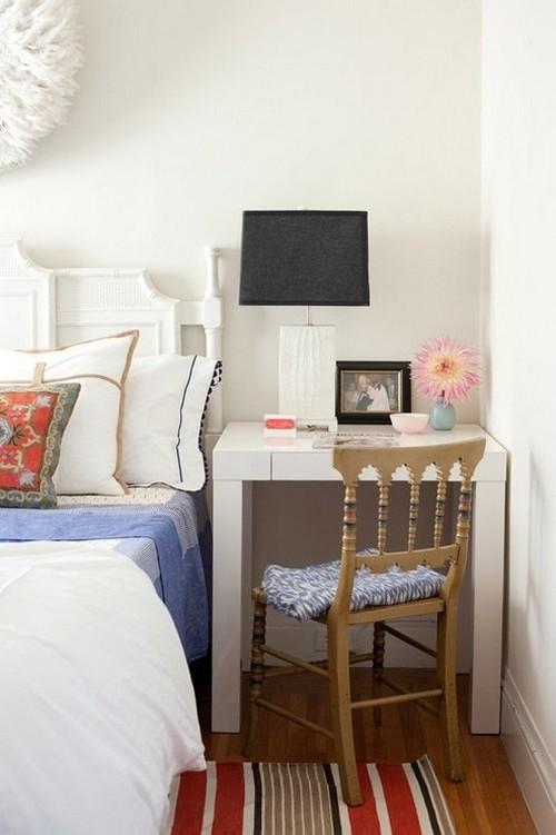 Белый консольный столик в интерьере спальни