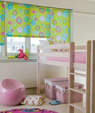 розовые картинки под кроватью
