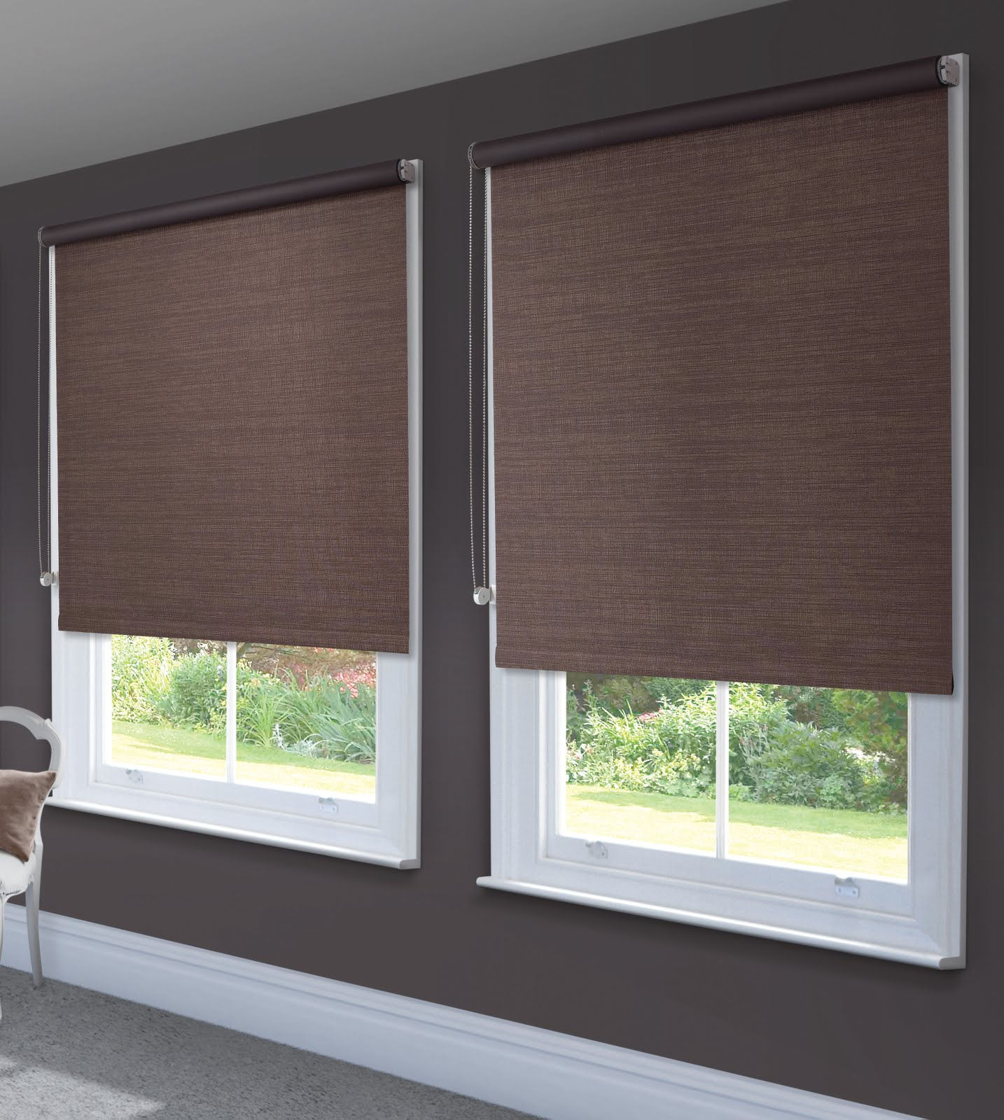 Рулонные шторы эффективно защищают комнату от света