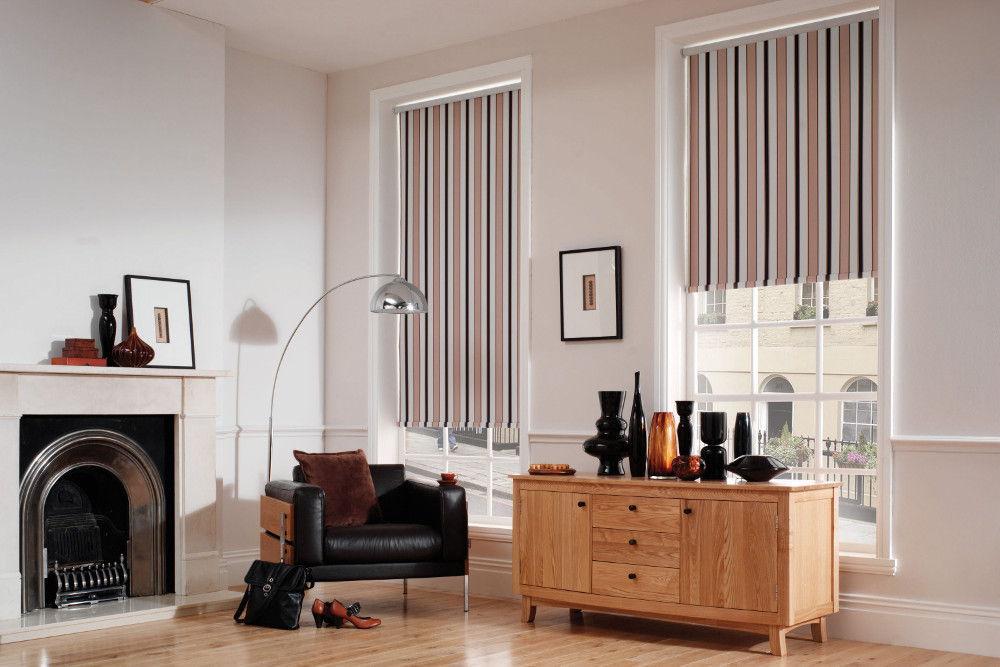 Вертикальные полосы на шторах зрительно сделают потолки более высокими
