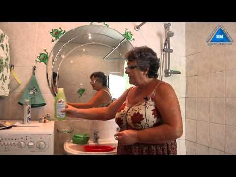 Как помыть зеркало без разводов домашними средствами