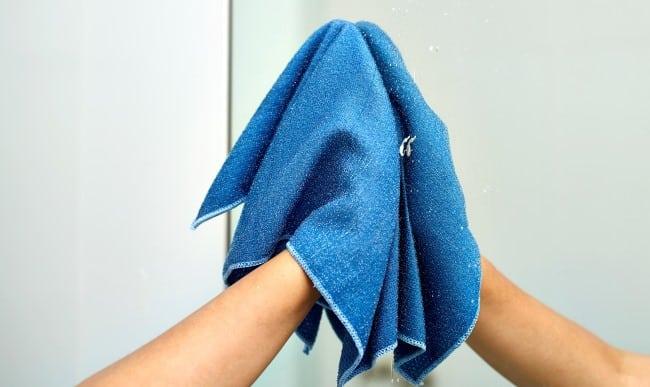 Вытирайте зеркало после каждого принятия ванны