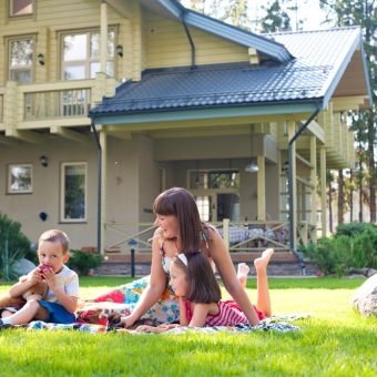 Загородный дом: подари ребенку счастливое детство