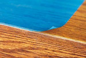 Оклейка деревянной поверхности