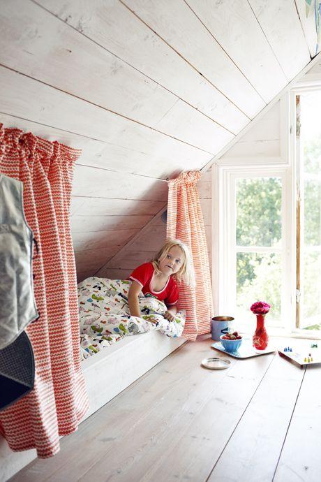 Детская комната на чердаке