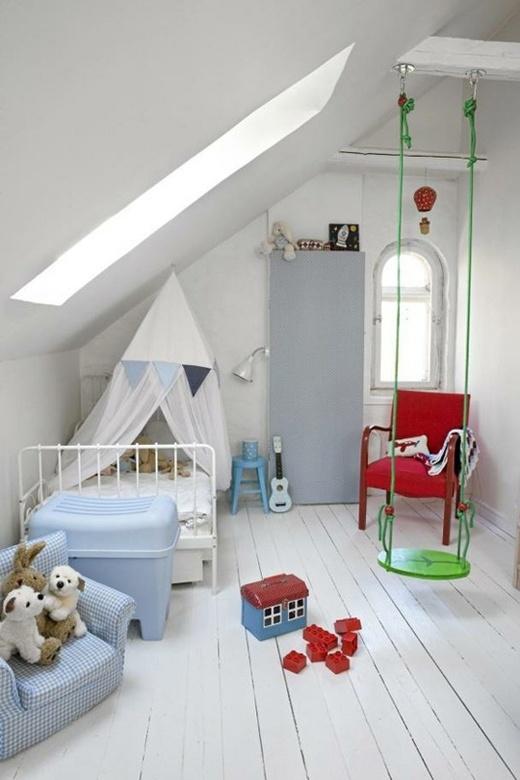 Качели в детской комнате