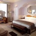 Спальня в ярком стиле модерн — искусство в интерьере