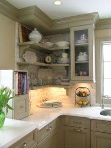 угловые навесные полки в кухню