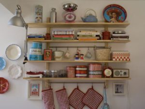 настенная полочка на кухне