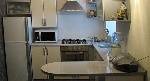 Стол угловой для маленькой кухни