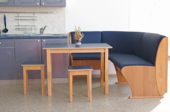 Стол с уголком для маленькой кухни