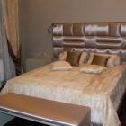 покрывало с подушками на кровать