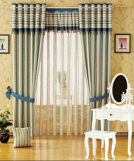 Шелковые шторы выглядят особенно элегантно