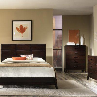 Простой интерьер спальни