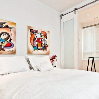 Две картины над кроватью
