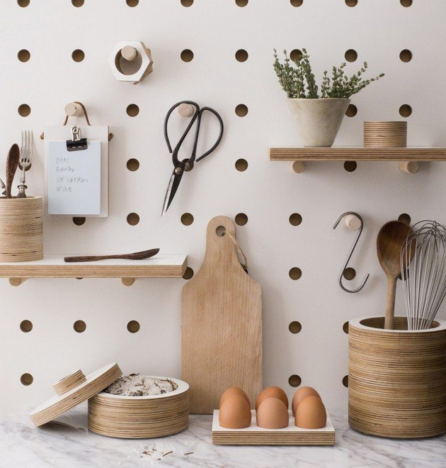 Удобная и функциональная доска для хранения кухонных предметов