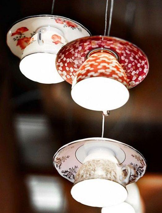 Светильник из чайных кружек не останется без внимания ваших гостей