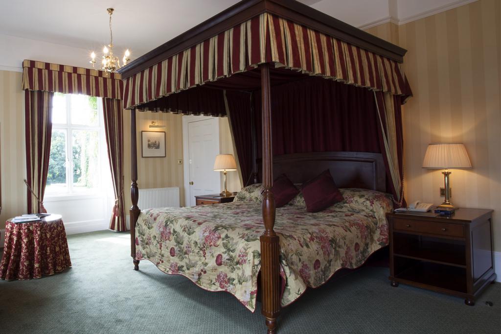 Кровать с балдахином: примеры оформления спальни, фото