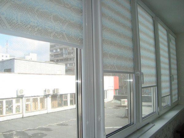 фото: рулонные шторы на лоджию
