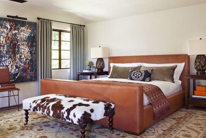 Спальня с кроватью в спальне этно стиля
