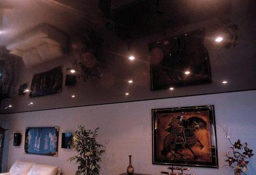 Натяжной потолок с эффектом зеркала